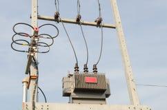 Haute tension de transformateur électrique Images stock