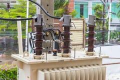 Haute tension de transformateur électrique Images libres de droits