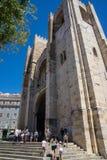 Haute tour médiévale de cathédrale de Lisbonne image stock