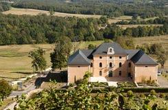 Hautefort stadshus från det Hautefort slottet Royaltyfria Foton