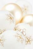 Hautes ampoules principales de Noël sur le blanc photographie stock libre de droits
