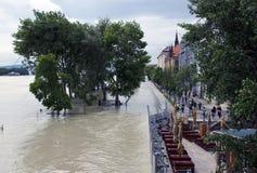 Hautes eaux sur Danube à Bratislava, Slovaquie Photo stock