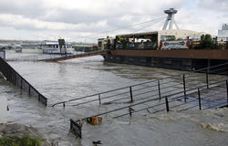 Hautes eaux sur Danube à Bratislava, Slovaquie Photo libre de droits