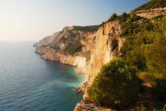 Hautes falaises de bord de la mer Images libres de droits