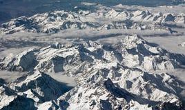 Hautes montagnes couvertes de neige Image libre de droits