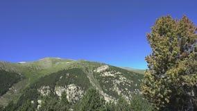 Hautes montagnes, vallée de Vall de Nuria dans la montagne Pyrénées de l'Espagne clips vidéos