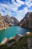 Hautes roches graves les deux stupéfier haut-montagneux images stock
