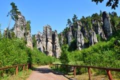 Hautes tours de roche dans le paradis de Bohème Photos stock