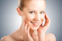 Hautpflege. schöne junge gesunde Frau des Gesichtes lizenzfreies stockfoto