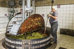 Hautvillers pressant les raisins Champagne Photos stock