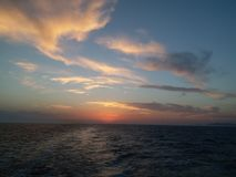 hav över solnedgång royaltyfria bilder