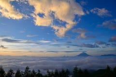 Hav av moln och Mten fuji Arkivbild
