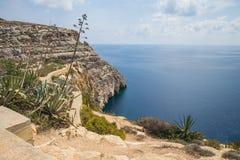 Hav, blått vatten och folk Vagga och naturen Loppfoto 201 Arkivbild
