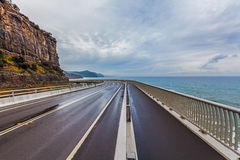 Hav Cliff Bridge Grand Pacific Drive Australien Arkivfoto
