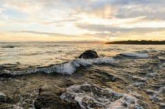 hav 3d framför solnedgång Fotografering för Bildbyråer