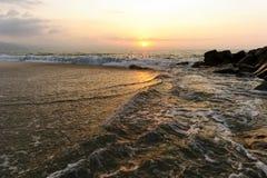 hav 3d framför solnedgång Royaltyfri Bild