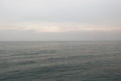 Hav eller hav och aftonhimmel Royaltyfri Fotografi