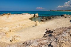 Hav för blått för solig dag för ökenkustlinje Royaltyfria Foton