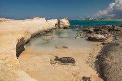Hav för blått för solig dag för ökenkustlinje Royaltyfri Foto