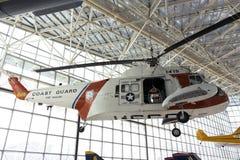 hav för kustbevakninghelikopterkonung arkivbild