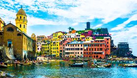 Hav för 5 Terre Vernazza, byggnader, Genova, Italien fotografering för bildbyråer