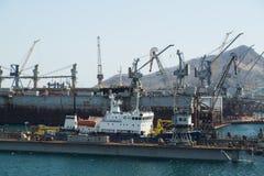 Hav-hantverk, skeppsdockor och portkranar Royaltyfri Bild