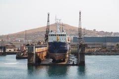 Hav-hantverk, skeppsdockor och portkranar Arkivfoton