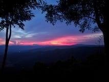 Hav himmel, soluppgång, strand, hav, strand, berg, hav, härligt landskap, Thailand, Khao Laem Ya, Rayong Arkivfoto