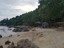 Hav himmel, soluppgång, strand, hav, strand, berg, hav, härligt landskap, Thailand, Khao Laem Ya, Rayong Arkivbild