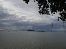 Hav i morgonhimlen Arkivfoton