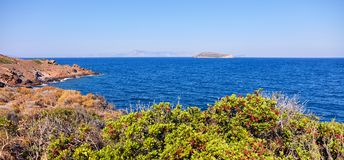 Hav, klippor och cavusadasi Royaltyfri Bild