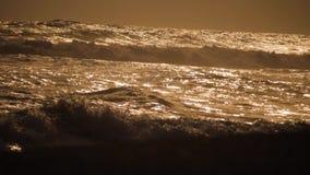 Hav med stora vågor stock video