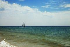 Hav med vågor och surfing Royaltyfria Foton