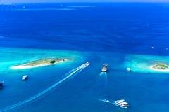 Hav mellan Hulhumale och Hulhule på Maldiverna Arkivfoton