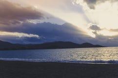 Hav, moln och Sun fotografering för bildbyråer
