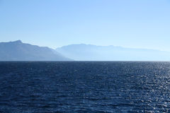 Hav och berg Arkivbild