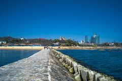 Hav och brygga i Qingdao, haka arkivbilder