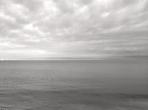 Hav och himmel i svartvitt Royaltyfri Fotografi