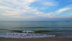 Hav och himmel p? Rayong, Thailand lager videofilmer