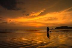 Hav och himmel som är färgrika i aftonön Fotografering för Bildbyråer