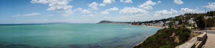Hav och kustlinje av Carthage, Tunisien Arkivbilder