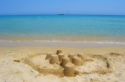 Hav och sandslott Arkivfoto