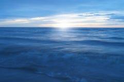 Hav och solsken i morgonen Royaltyfria Foton