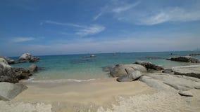 Hav och strand på en solig dag lager videofilmer