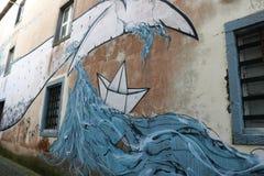 Hav och val, målad byggnad i Ponta Delgada, Azores, Portugal Royaltyfri Bild