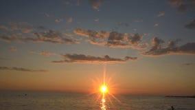Hav på solnedgången Moln och hav arkivbilder