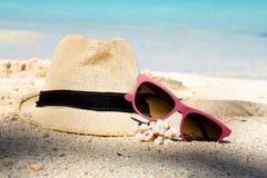 Hav, sand och sommarredskap Arkivbilder