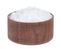 Hav som är salt i träbunken som isoleras på bästa sikt för vit bakgrundscloseup Royaltyfria Bilder