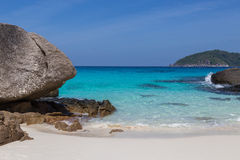 Hav Thailand för för strand för sand för Similan öar vitt och turkosblått arkivbild