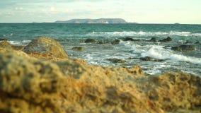 Hav vågor, sprej, kust Stenar arkivfilmer